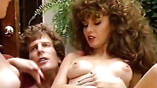 Porno threesome in the garden