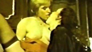 GIRL/GIRL Peepshow Loops 586 70s and 80s - Scene two